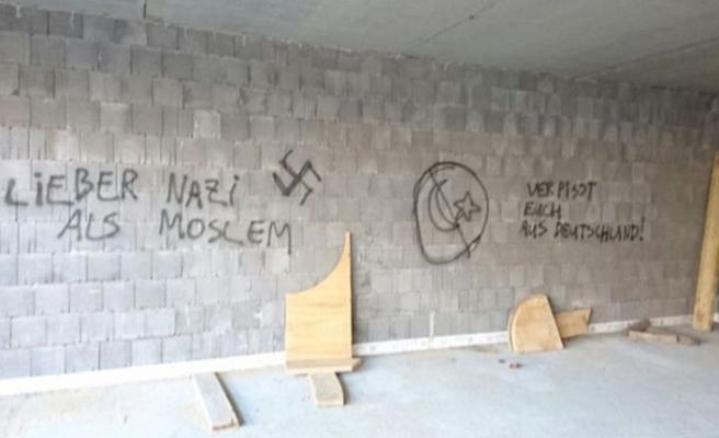 Almanya'da camiye 2 günde üçüncü saldırı
