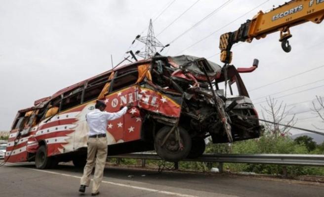 Hindistan'da feci kaza