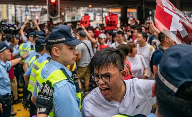 Hong Kong'da sokaklar karışık, protestolar devam ediyor