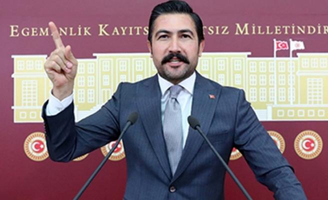 AK Parti Grup Başkanvekili Cahit Özkan'ın aracı kamyonun altına girdi!