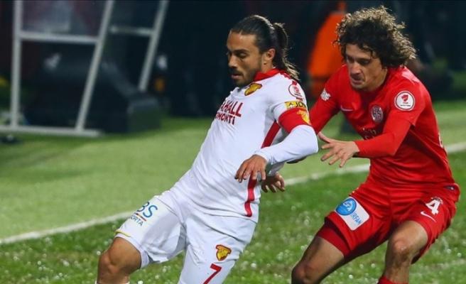Antalyaspor'da Osman Çelik'le yollar ayrıldı