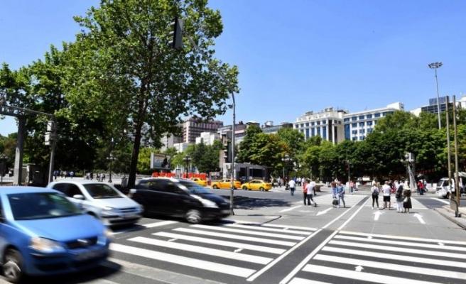 Başkent'te yaya geçitleri yenileniyor