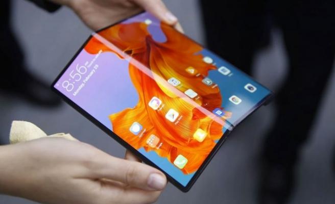 Huawei'den flaş adım: Ekran altında kamera dönemi!