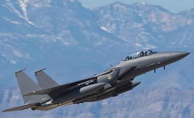 Katar'da savaş uçakları havada çarpıştı