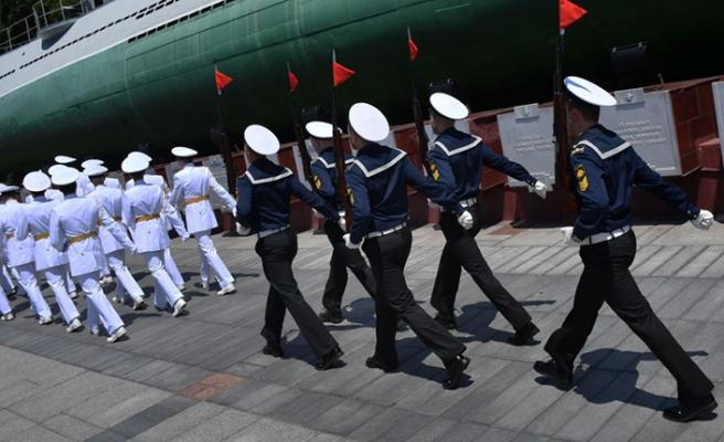 Putin'den denizaltıda ölen denizcilere devlet nişanı