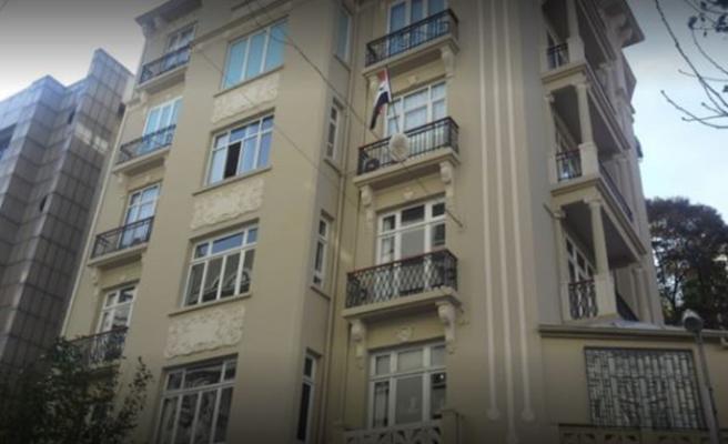 Suriyeli muhalife İstanbul'daki başkonsoloslukta saldırı! Üstüne yürüyüp binadan attılar