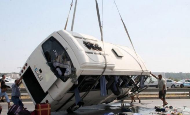 Tur midibüsü devrildi! Çok sayıda Rus turist yaralı