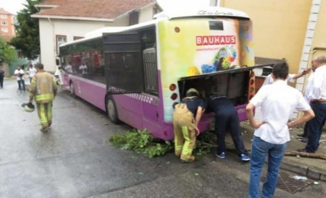 Üsküdar'da otobüs ve minibüs çarpıştı! Yaralılar var