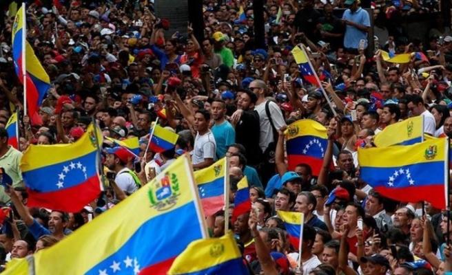 Venezuela'da halk yeniden sokaklarda