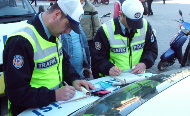 Yurt genelindeki trafik denetimlerinde ceza yağdı!