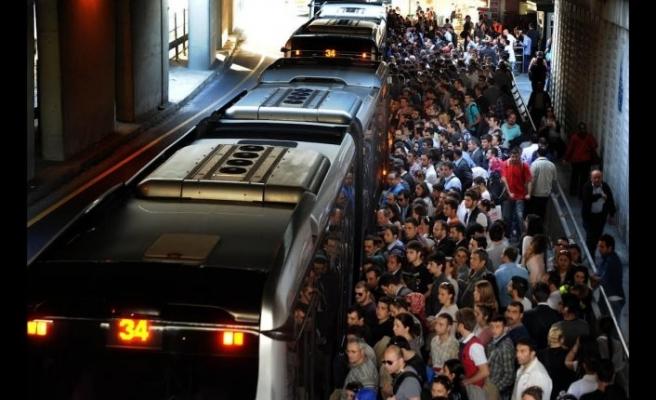 İstanbul'da metrobüs kabusa dönüyor