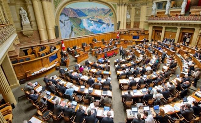 Koronavirüs Avusturya'da Ulusal Meclise sıçradı