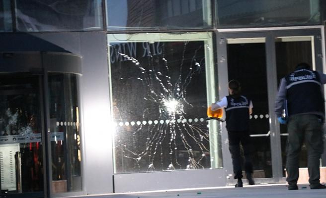 İzmir'de AVM'ye pompalı tüfekle saldırı!