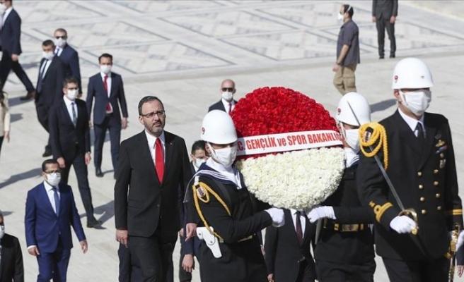 Gençlik ve Spor Bakanı Kasapoğlu, Anıtkabir'i ziyaret etti