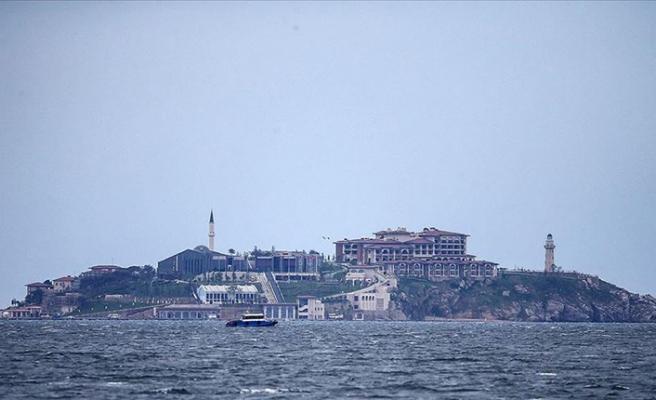 İsmi 'yassı', namı 'yaslı' ada Demokrasi ve Özgürlükler Adası olarak yeniden doğuyor