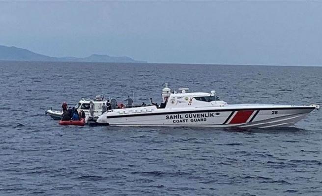 Balıkesir'in Ayvalık ilçesi açıklarında sığınmacıları taşıyan bot battı: Kayıp 4 kişi aranıyor