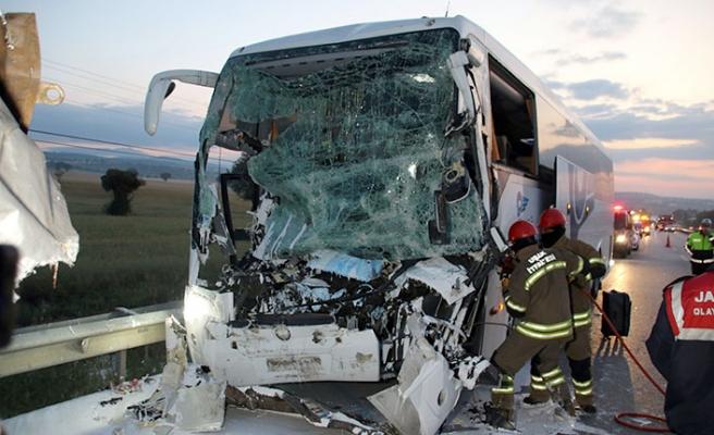 Uşak'ta feci kaza! 2 ölü, 18 yaralı