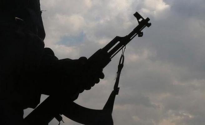 Terör örgütü PKK'nın kamplarından kaçan 5 PKK'lı terörist, Şırnak'ta güvenlik güçlerine teslim oldu