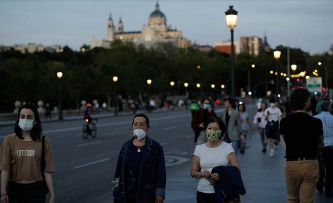 İspanya'da Kovid-19 vakaları artışa geçti