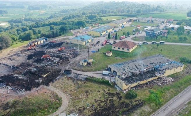 Sakarya'da patlama olan havai fişek fabrikasındaki arama kurtarma çalışmalarına tekrar başlandı