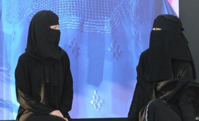 Danimarka'da tesettürlü 60 kadına 'örtünme' cezası
