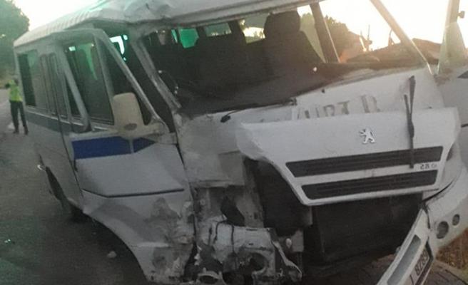 Malatya'da işçi servisi devrildi: Yaralılar var