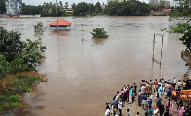 Asya'da muson yağmurlarının yol açtığı sellerde binlerce kişi hayatını kaybetti