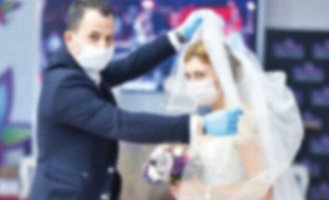 72 saat içinde 5 düğüne giden yaşlı kadın hastanede yatıyor