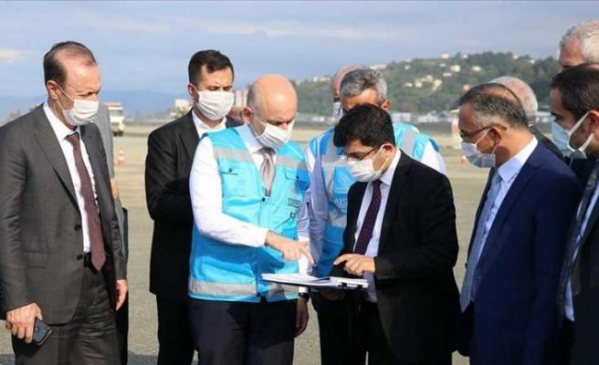 Bakan Karaismailoğlu yeni havalimanı inşaat sahasında incelemelerde bulundu