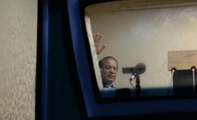 Pakistan'da Yüksek Mahkemeden eski Başbakan Şerif'e ülkeye dön uyarısı