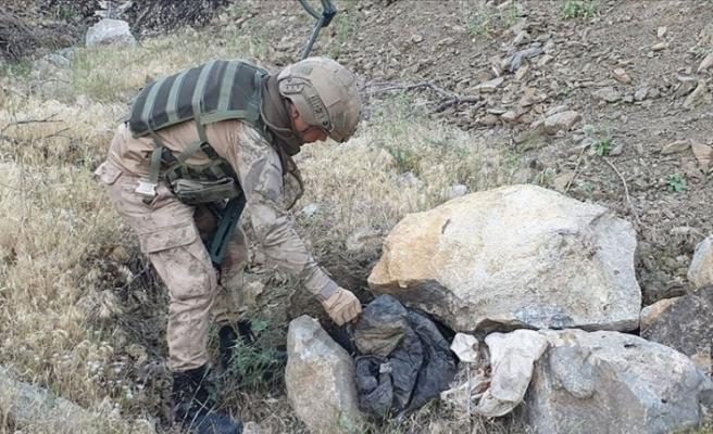 Hakkari'de PKK'ya ait silah ve mühimmat temizliği devam ediyor