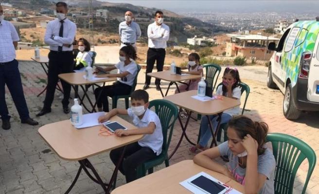 Hatay'da 'Gezgin EBA Destek Noktası' kırsaldaki öğrencilerle buluştu