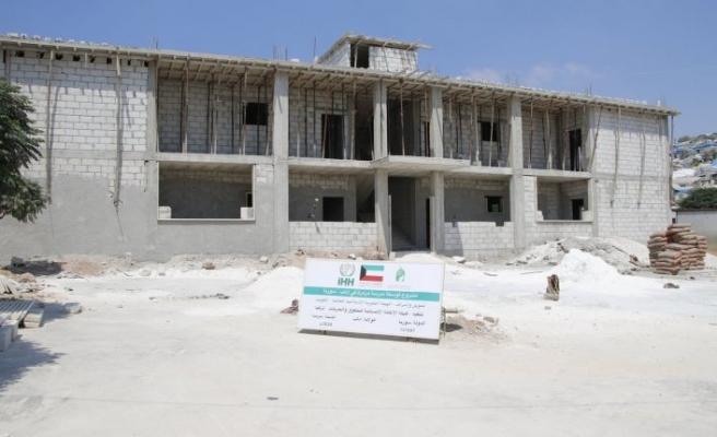 İdlib'e 600 öğrenci için yeni okul