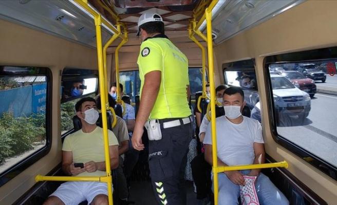 İstanbul'da Kovid-19 tedbirleri kapsamında minibüsler denetlendi