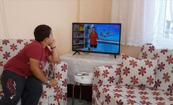 Kastamonu'da EBA TV'yi izleyemeyen çocuklara televizyon alındı