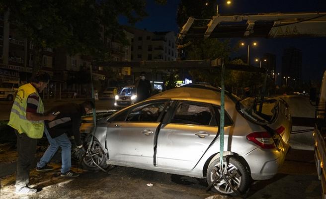 Alkollü sürücü, kazada yaralanan arkadaşını olay yerinde bırakıp kaçtı