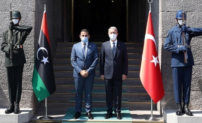 Milli Savunma Bakanı Hulusi Akar ile Libya Savunma Bakanı  Namroush görüştü