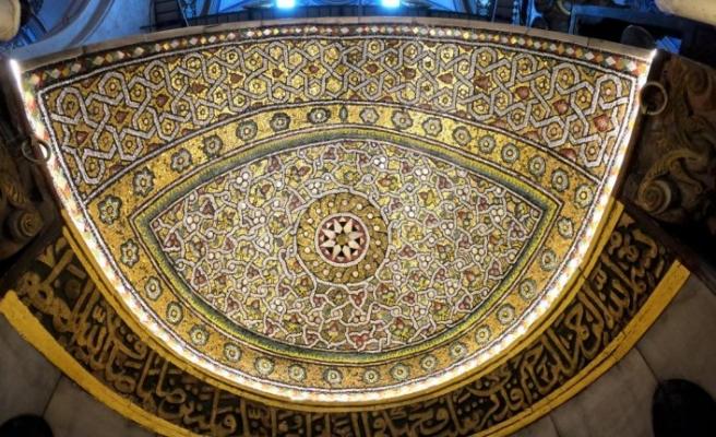 Osmanlı motifleri yüzlerce yıldır Harem-i İbrahim Camisi'ni süslüyor