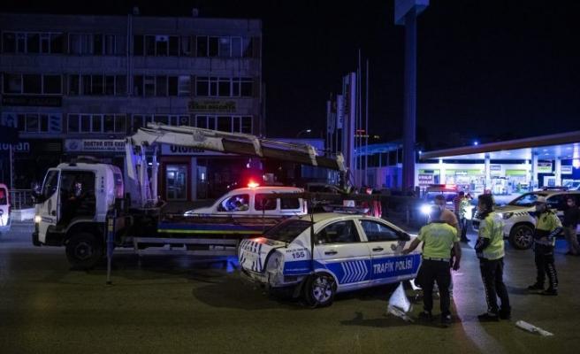 Ankara'da polis aracı bariyerlere çarptı: 2 yaralı