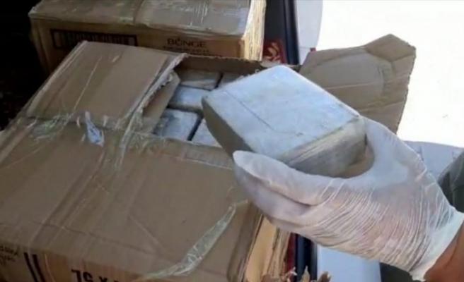 Van'da polisten kaçan araçta 56 kilo 400 gram eroin bulundu