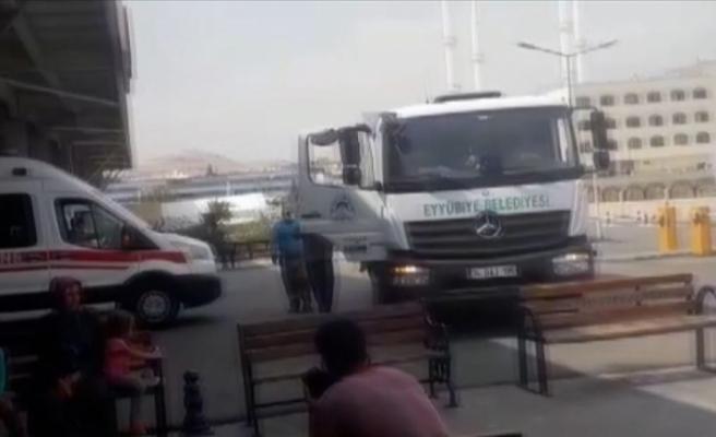 Şanlıurfa'da rahatsızlanan çocuk çöp kamyonuyla hastaneye yetiştirildi