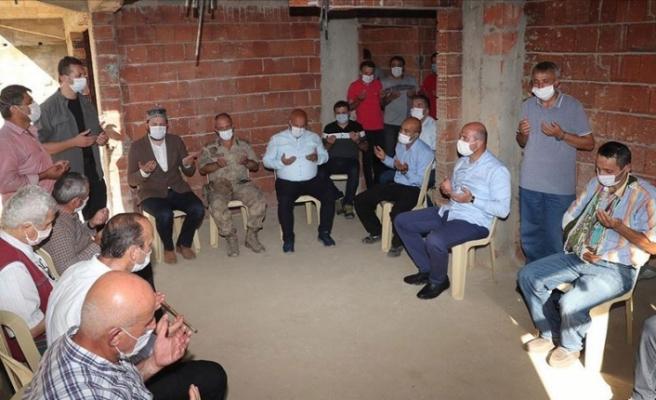 Süleyman Soylu selde hayatını kaybeden Özdemir'in ailesine taziye ziyaretinde bulundu