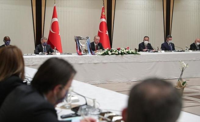 Trabzonspor Futbol Kulübü heyeti, Cumhurbaşkanı Erdoğan'ı ziyaret etti