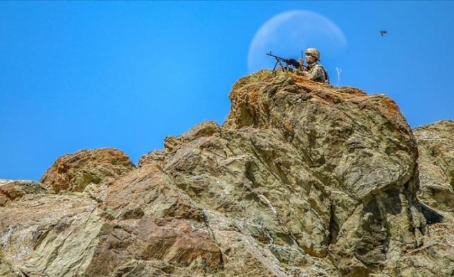 Yıldırım 10-Norduz operasyonunda PKK'lı teröristlere ait silah, mühimmat ve yaşam malzemeleri ele geçirildi