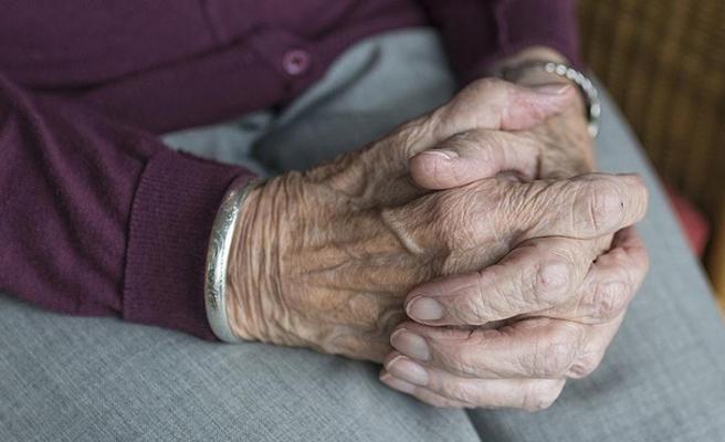 110 yaşındaki Hamide ninenin koronavirüs zaferi