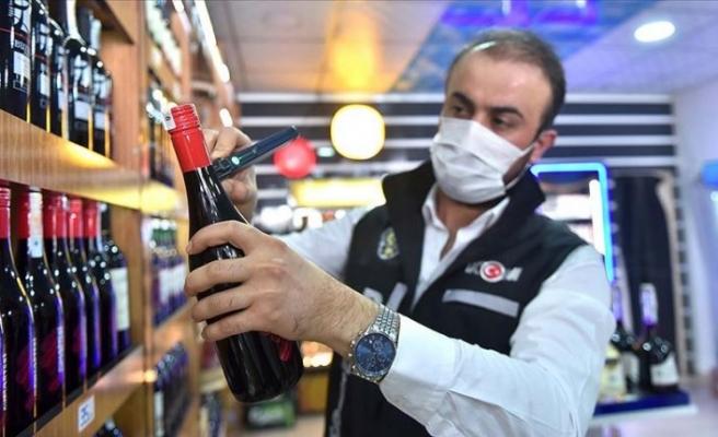Sahte içkiden 2 günde 6 kişinin öldüğü Mersin'de polis denetimleri arttırıldı