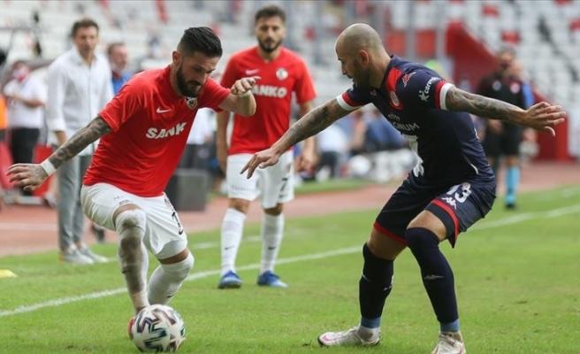 Antalya-Gaziantep maçında 2 gol çıktı: 1-1