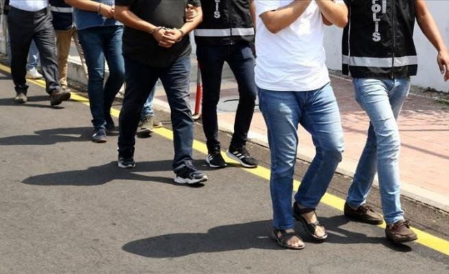 İzmir'de FETÖ'nün hücre evlerine yönelik operasyonda 23 gözaltı