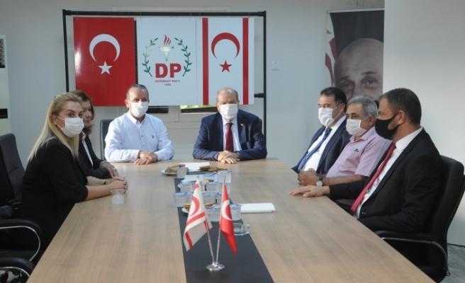KKTC'de DP ve YDP seçimin ikinci turunda Tatar'ı destekleme kararı aldı