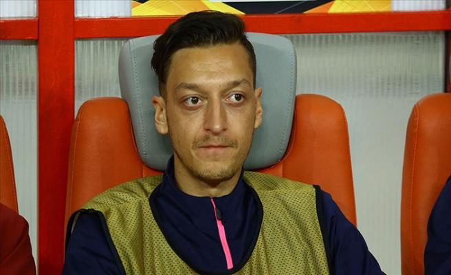 Arsene Wenger'den yedek kulübesine hapsolan Mesut Özil'e destek
